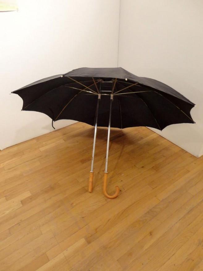 Romance, 2006 / Metal, madera y tela / Dimensiones variables