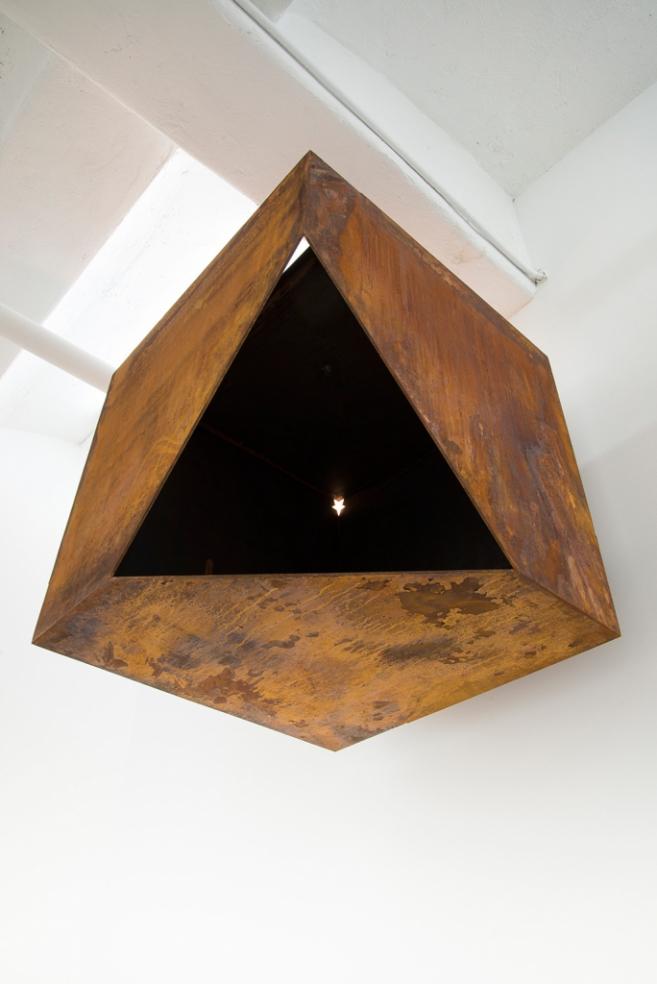 Sacra Geometría (buscando identidad), 2015 / Steel / 70 x 70 x 70 cm