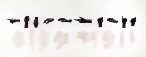 Abstinencia (democracia), 2011 / Bronce fundido / Dimensiones variables, manos a tamaño natural