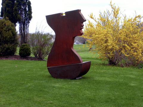 Locura, 2004 / Acero, aceite líquido, vidrio, y bronce / 220 x 180 x 90 cm