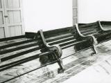 Parque prohibido, 1999 / Aluminio fundido, madera y cobre / 100 x 300 x 120 cm
