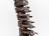 Hombre Nuevo, 2014 ( Detalle ) / Esposas reales, bronce fundido y estructura de acero inoxidable / 221.5 x  61 x 46 cm